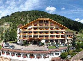 Hotel Cesa Tyrol, hotel in Canazei