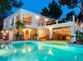 Haveli House Ibizan rustic house, hotel a Cala Vadella