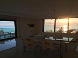 Luxury Apt in Konak Seaside Homes with a Sea Front View and a Private Beach, отель в Каргычаке