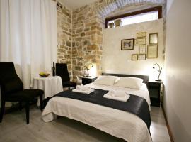 Borna and Franko Rooms, hotel in Split