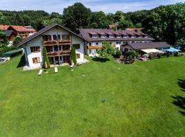 Landhotel Huber am See, Hotel in Oberambach