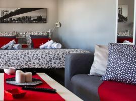 'Romeo & Juliet' Cozy Apartment With Breathtaking View, hotel near TEI Piraeus, Athens