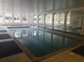 456js Edinburgh Self-Catering Apartment, hotel with pools in Edinburgh