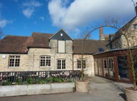Bear and Ragged Staff, accommodation in Oxford