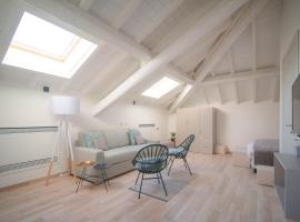 Comonfive Apartments, holiday home in Como