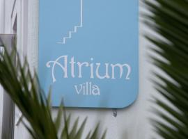 Atrium Villa, hotelli Firassa lähellä maamerkkiä Santorinin arkeologinen museo