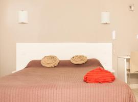 Hotel Le Flamant Rose Logis - Camargue, hotel in Albaron