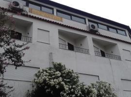 Residencial Retiro Sra. da Luz, guest house in Ponte de Lima