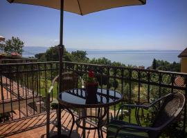 Spacious sea view Apartment with garden in Lovran, room in Lovran