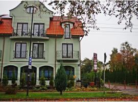 Willa Secesja – hotel w pobliżu miejsca Port jachtowy w Łebie w Łebie