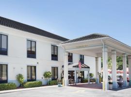Baymont by Wyndham Savannah/Garden City, hotel in Savannah