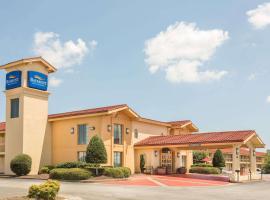 Baymont by Wyndham Greenville Woodruff Rd, motel in Greenville
