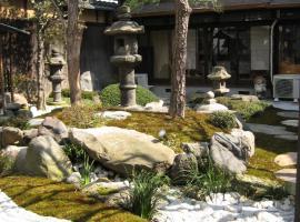 四季々々しんら京町家うなぎの寝床, villa in Kyoto