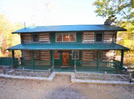 Huckleberry Inn 4 bedroom, vacation rental in Sevierville