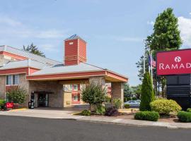 Ramada by Wyndham Portland, hotel in Portland