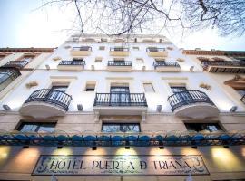 Petit Palace Puerta de Triana, hotel cerca de Torre Sevilla, Sevilla