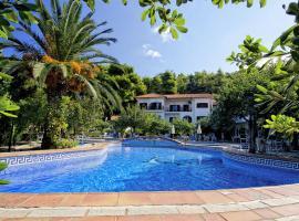 Delphi Hotel, hotell i Neo Klima
