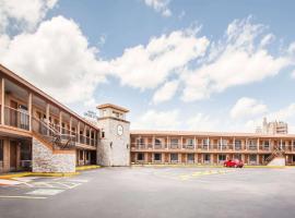 Days Inn by Wyndham San Antonio Alamo/Riverwalk, motel in San Antonio