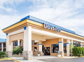 Days Inn by Wyndham Hendersonville, hotel in Hendersonville