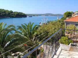 Apartments by the sea Milna, Brac - 733, hotel in Milna