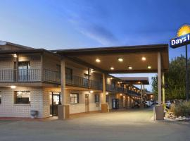 Days Inn by Wyndham Cortez, hotel with pools in Cortez