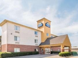Days Inn & Suites by Wyndham Dallas, hotel near Dallas Love Field Airport - DAL, Dallas