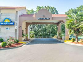 Days Inn by Wyndham Raleigh Midtown, motel in Raleigh