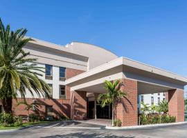 Days Inn & Suites by Wyndham Fort Myers Near JetBlue Park, hotel near Southwest Florida International Airport - RSW,