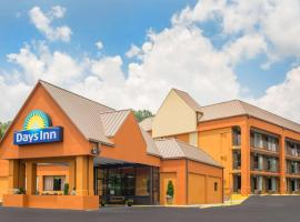 Days Inn by Wyndham Knoxville East, motel in Knoxville