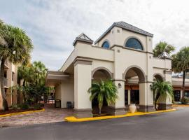 Days Inn & Suites by Wyndham Orlando Airport, hotel em Orlando