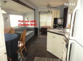 Boardwalk RV Rental (Site #19), hotel em Cavendish