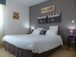 Le President-Gare Nimes Pont Du Gard, hotel near Nimes-Ales-Camargue-Cevennes Airport - FNI, Bellegarde