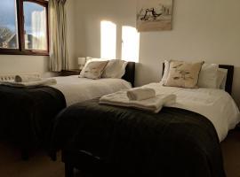Kings Lodge, hotel near Wonderland, Telford