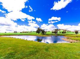 Hillview Farmstay, farm stay in Tumblong