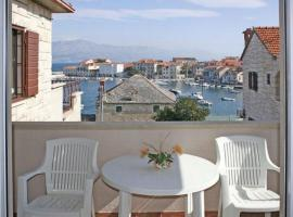 Apartments by the sea Postira, Brac - 14902, hotel v destinaci Postira