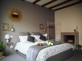 Charming flat Righi Bologna, hotel near Piazza del Nettuno, Bologna