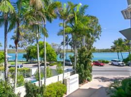 Aarons Luxury Retreat, hotel in Noosaville