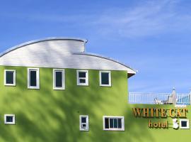 White Cat Hotel, отель в городе Кхаулак