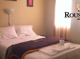 Hotel Roussean, hotel in San Vicente de Cañete
