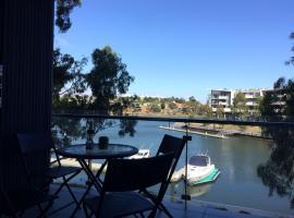 Marina View Apartment on the Maribyrnong River, Melbourne, hotel near Flemington Racecourse, Melbourne