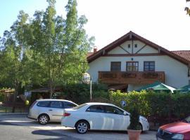 Sommer Panzió, hotel near Balatonföldvár train station, Balatonföldvár