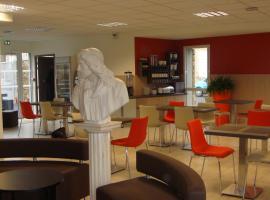 The Originals Access, Hôtel Cholet Gare, hotel near Puy du Fou Theme Park, Cholet