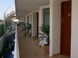 Suites Moon River, hotel near Cancún International Airport - CUN,