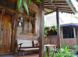 Ndalem Suryo Saptono Guest House, guest house in Yogyakarta