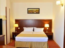 Hotel Miraj, отель в городе Рымнику-Вылча