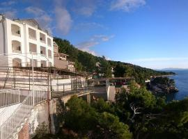 Apartments by the sea Brela, Makarska - 6674, apartment in Brela