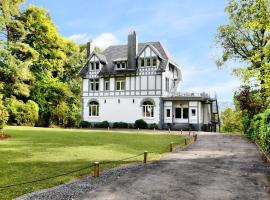 Luxury Holiday Home in Balmoral with Jacuzzi, hotel with jacuzzis in Spa