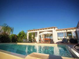 Beautiful Holiday Home with Swimming Pool in Narbonne, holiday home in Narbonne