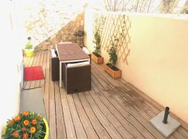 Appartement Terrasse Joliette & Vieux-port, hotel with jacuzzis in Marseille