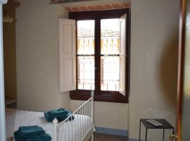 Calzaiuoli luxury and characteristic apartment, apartment in Florence